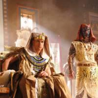 """Novela """"Os Dez Mandamentos"""": 4ª praga leva enxame de moscas para reino de Ramsés (Sérgio Marone)"""