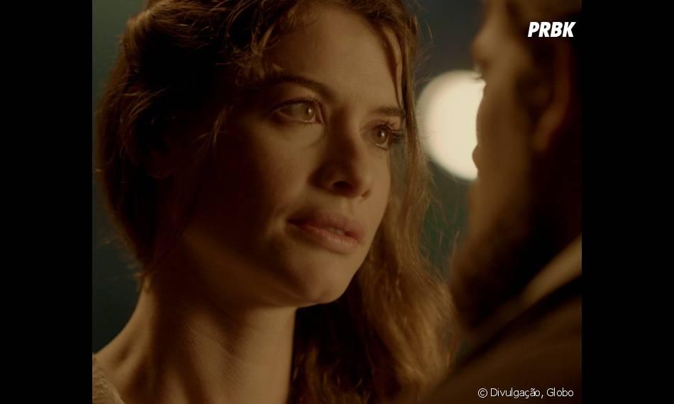"""Lívia (Alinne Moraes) corresponde ao sentimento de Felipe (Rafael Cardoso), mas tem medo de não conseguirem ficar juntos em """"Além do Tempo"""""""