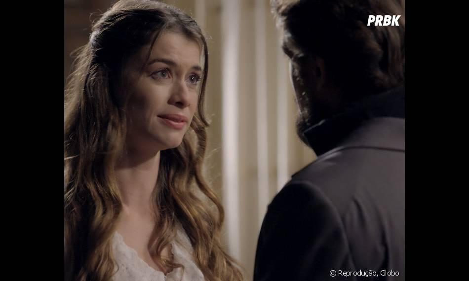 """Em """"Além do Tempo"""": Lívia (Alinne Moraes) e Felipe (Rafael Cardoso) trocam declarações de amor"""
