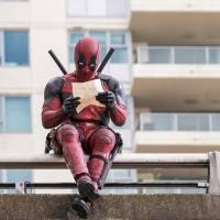 """Filme """"Deadpool"""": Ryan Reynolds confessa que roubou um dos uniformes do mutante. Acredita?!"""