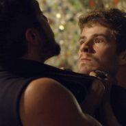 """Novela """"I Love Paraisópolis"""": Ben (Maurício Destri) vê Mari e Grego juntos e parte para a briga!"""