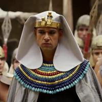 """Novela """"Os Dez Mandamentos"""": entenda as duas últimas pragas que vão invadir o reino de Ramsés!"""