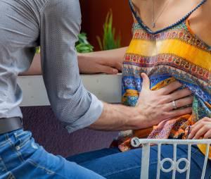 """Novela """"I Love Paraisópolis"""": Ben (Maurício Destri) tenta sentir bebê na barriga de Mari (Bruna Marquezine)"""