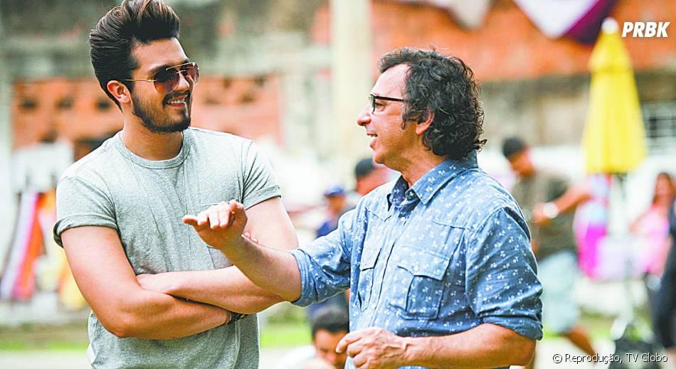 """Luan Santana grava """"I Love Paraisópolis"""" e recebe direções de Carlos Araújo, diretor-geral da novela"""