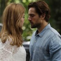 """Novela """"Além do Tempo"""": Felipe descobre gravidez de Melissa e diz que não vai desistir de Lívia"""