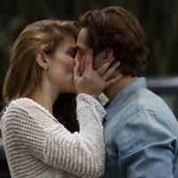 """Te contei? Novela """"Além do Tempo"""": Lívia (Alinne Moraes) diz para Felipe que vai terminar com Pedro"""