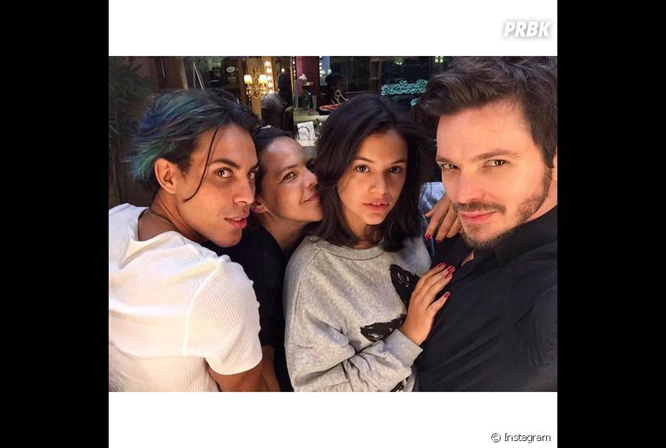 Bruna Marquezine exibe seu novo look com fotos no Instagram