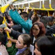 Aperto, mudança de temperatura e mais situações que todo mundo passa no transporte público!