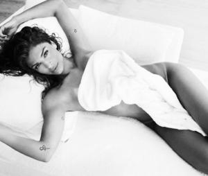 Grazi Massafera e outras divas que adoram aparecer sexy em poses na cama