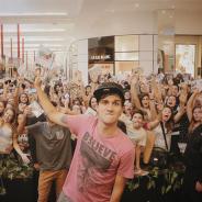 Christian Figueiredo atinge 4 milhões de inscritos em seu canal no Youtube e fãs fazem a festa!