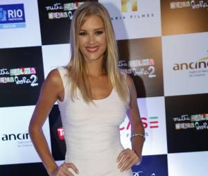 """Filme """"Muita Calma Nessa Hora 2"""" conta com a modelo e atrizGianne Albertoni no elenco"""