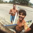 E que tal essa selfie dos galãs Rafael Vitti e Brenno Leone? Guenta coração!