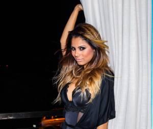 """No clipe de """"Fogo"""", em parceria com MC Guime, Lexa aparece toda sensual"""