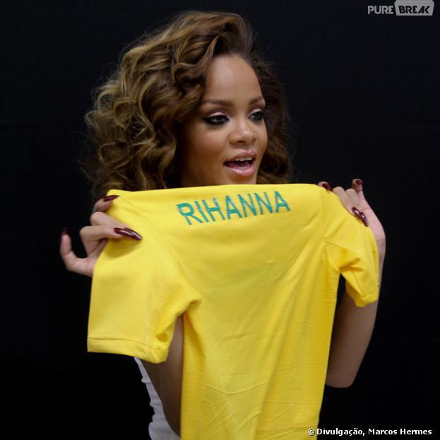 """Essa é a segunda vez que Rihanna vem ao Brasil! A primeira aconteceu em 2011 quando veio com a turnê """"Loud"""". Em parte de seu último DVD, a cidade do Rio e São Paulo aparecem no vídeo"""