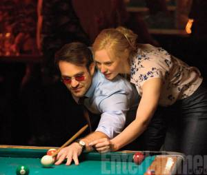 "Matt (Charlie Cox) e Karen (Deborah Ann Woll) ficam mais próximos na segunda temporada de ""Demolidor"""
