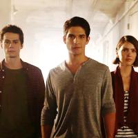 """Em """"Teen Wolf"""": na 5ª temporada, Stiles (Dylan O'Brien) e Malia terminam e mais emoções da estreia!"""