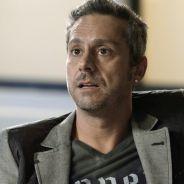 """Novela """"A Regra do Jogo"""": Dante (Marco Pigossi) prende Romero na frente das câmeras de TV!"""