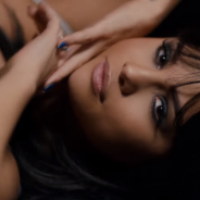 """Selena Gomez explica o significado por trás de """"Hands To Myself"""" no making-of do clipe! Assista"""