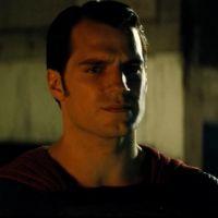 """Filme """"Batman Vs Superman"""" ganha novo teaser com cenas inéditas e divulga emojis no Twitter!"""