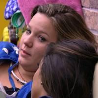 """No """"BBB16"""", Maria Claudia rebate comentários sobre estar sendo usada por Matheus: """"Confio nele"""""""