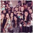 Selena Gomez sempre posa com os fãs depois de seus shows