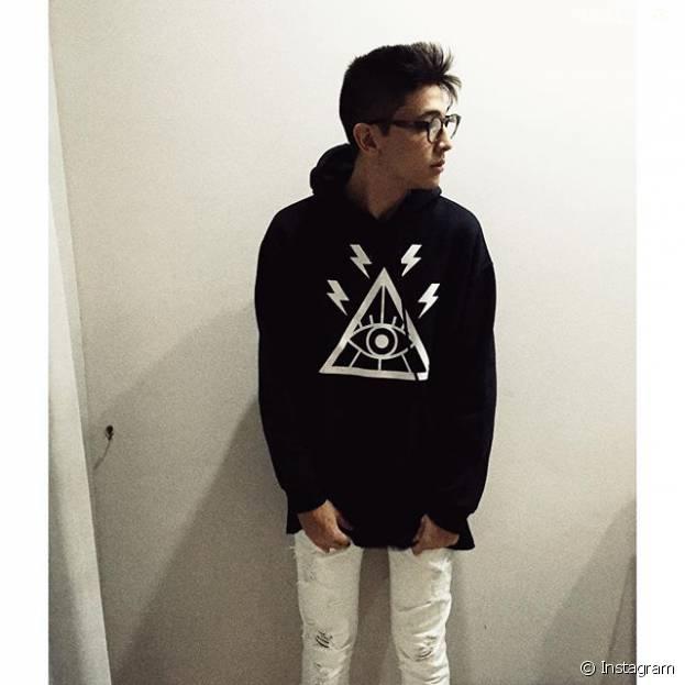 Japa posta várias fotos estilosas em seu Instagram. Perceberam o look dele? Demais!