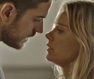 """Em """"A Regra do Jogo"""", Dante (Marco Pigossi) e Lara (Carolina Dieckmann) vão reatar e podiam construir uma família!"""