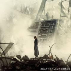 """De """"Batman Vs Superman"""": Bruce Wayne (Ben Affleck) aparece em meio aos destroços de sua empresa"""