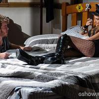 """Em """"Malhação"""": Sidney vê Sofia enquanto está no maior love com Meg!"""