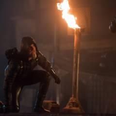 """Em """"Legends of Tomorrow"""": na 1ª temporada, Oliver, de """"Arrow"""", aparece mais velho em novas imagens!"""