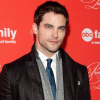 "De ""50 Tons de Liberdade"": Brant Daugherty, de ""Pretty Little Liars"", se junta ao elenco do filme!"