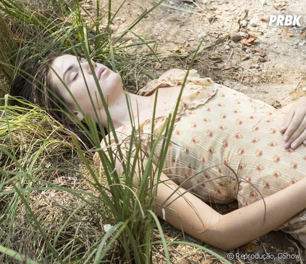 """Em """"Êta Mundo Bom!"""", Mafalda (Camila Queiroz) aparece pálida após sofrer acidente em lago!"""