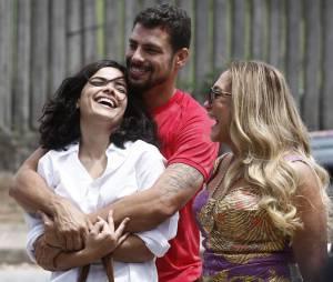 """Novela """"A Regra do Jogo"""": Tóia (Vanessa Giácomo) sai da cadeia e vive com Juliano (Cauã Reymond)"""