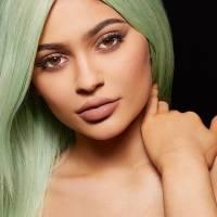 Kylie Jenner, irmã de Kim Kardashian, prova que batom nude está em alta. Veja fotos e se inspire!