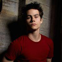 """Dylan O'Brien, de """"Maze Runner"""" e """"Teen Wolf"""", não corre risco de morte após sofrer acidente!"""