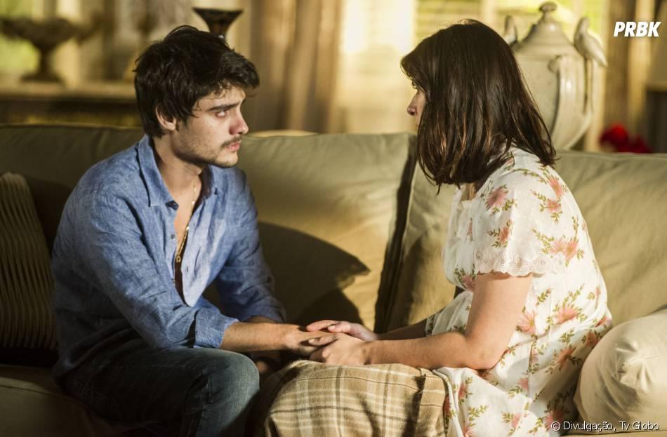 """Laerte (Guilherme Leicam) conversa com Selma (Camila Raffanti) na novela """"Em Família"""""""
