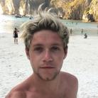 Niall Horan, do One Direction, curte pausa da banda em clima de férias e muita diversão. Veja fotos!