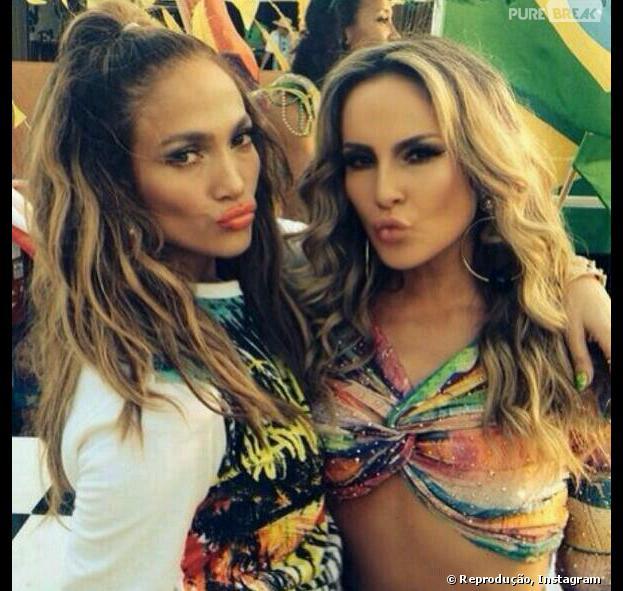 "Jennifer Lopez e Claudia Leitte nos bastidores de ""We Are One"""
