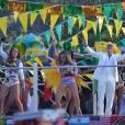 "Jennifer Lopez, Claudia Leittee Pitbull gravam o clipe de ""We Are One"""