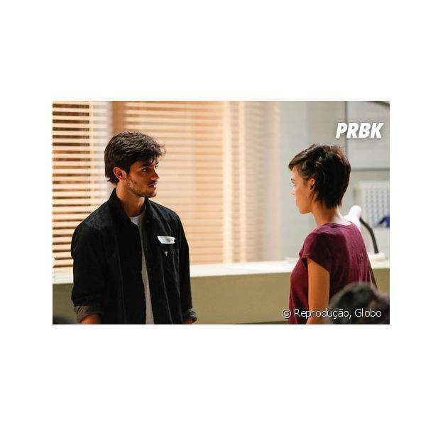"""Em """"Totalmente Demais"""", Leila (Carla Salle) termina com Jonatas (Felipe Simas) por causa de Eliza (Marina Ruy Barbosa)"""