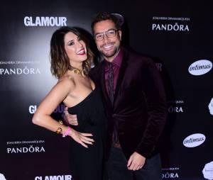 Fernanda Paes Leme e Fernando Torquatto posam juntos no tapete vermelho do Prêmio Geração Glamour
