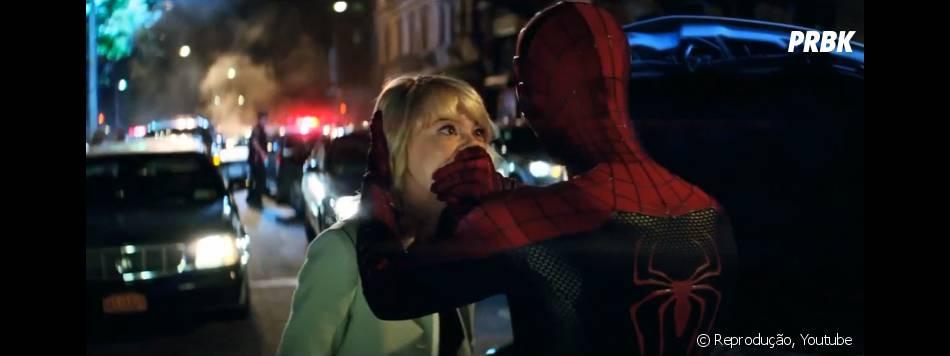 """Gwen Stacy (Emma Stone) acaba sendo enganada por Peter Parker (Andrew Garfield) em """"O Espetacular Homem-Aranha 2"""""""