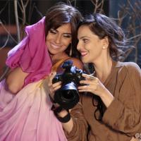 """Clara, de """"Em Família"""", topa posar para Marina e clica ensaio sexy!"""