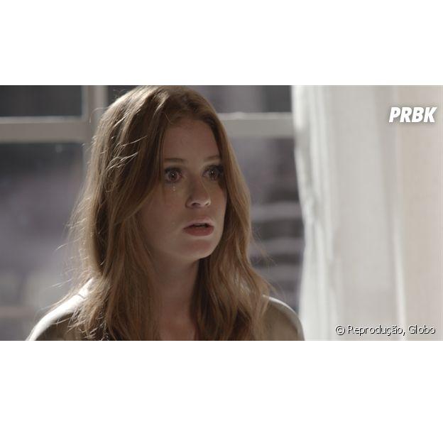 """Em """"Totalmente Demais"""", Eliza (Marina Ruy Barbosa) é empurrada na piscina por Sofia (Priscila Steinman) e quase morre afogada!"""
