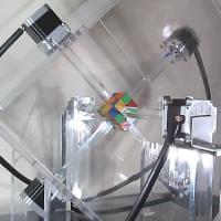 Num piscar de olhos: Robô resolve cubo mágico em um segundo