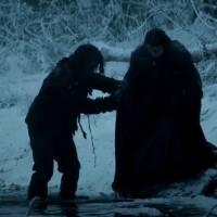 """Em """"Game of Thrones"""": na 6ª temporada, Sansa e Theon fogem por rio congelado em cenas inéditas!"""