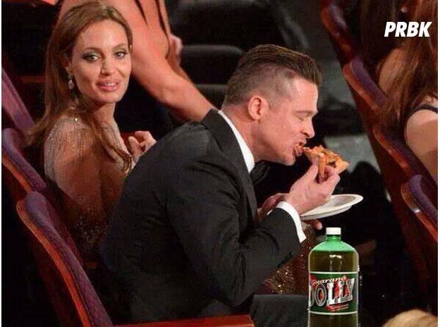Brad Pitt flagrado comendo pizza ao lado de Jolie na cerimônia já virou meme