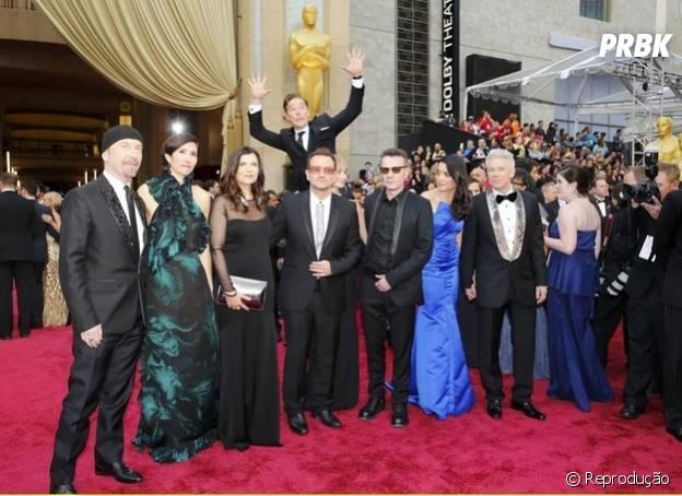 Melhor photobomb da noite vai para Benedict Cumberbatch zoando a galera do U2