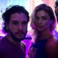 "Grazi Massafera diz que deu beijo em Kit Harington, o Jon Snow de ""Game of Thrones""! Confira"