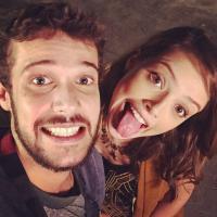 """Novela """"Haja Coração"""": Agatha Moreira e Jayme Matarazzo trocam beijos em gravação da trama!"""